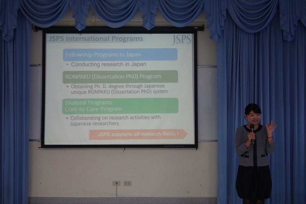 Ms. Hisako Tsuji, International Program Associate explained about the JSPS international program in details.