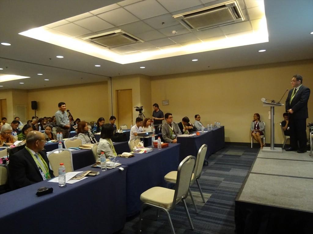 Dr. Seiji Katagiri and participants
