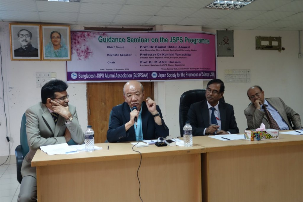 Prof. Yamasahita, Director of JSPS Bangkok Office, answering question from participant. (the second person from the left)