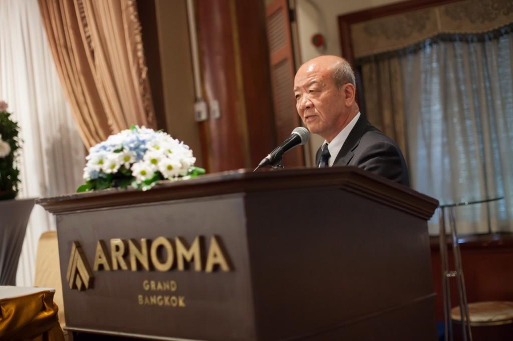 Prof. Yamashita, Director of JSPS Bangkok Office, gives an address