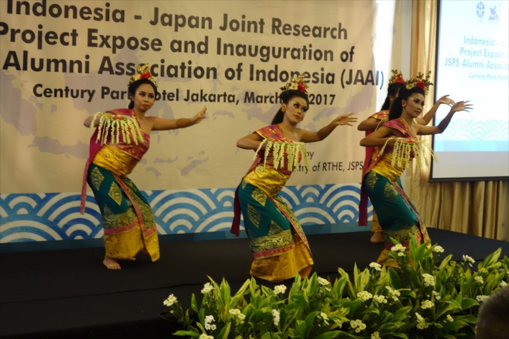 The ceremony started off with a traditional Indonesian dance