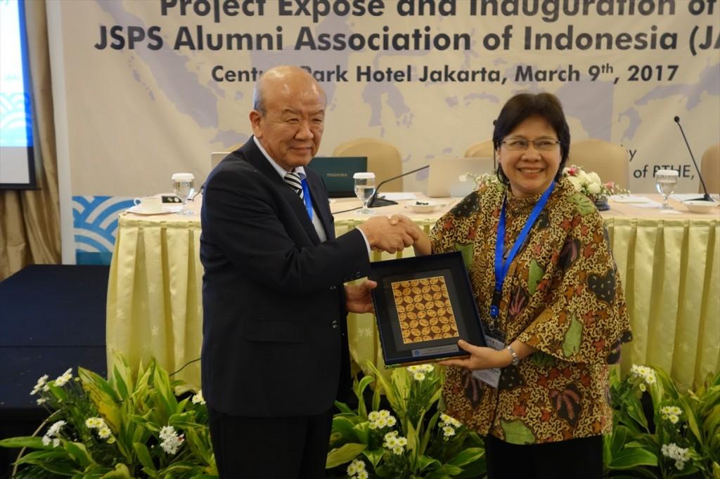 Prof. Christofora Hanny Wijaya