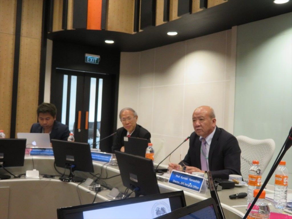 Prof. Kuniaki Yamashita, Director, JSPS Bangkok Office (right)