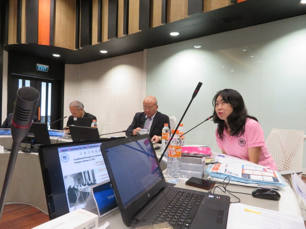 Ms. Noriko Furuya, Deputy Director, JSPS Bangkok Office (right)