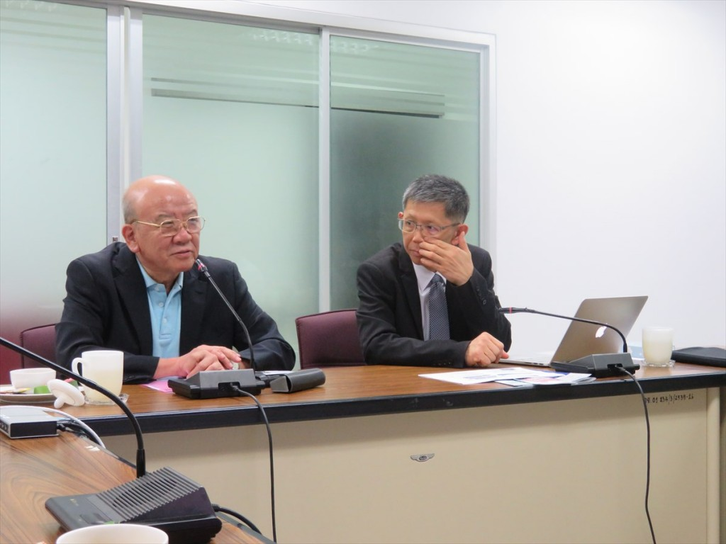 Prof. Kuniaki Yamashita, Director, JSPS Bangkok Office (Left)