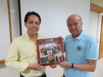 Anniversary photo frame (RONPAKU medal award) was given to  Dr. Noppol