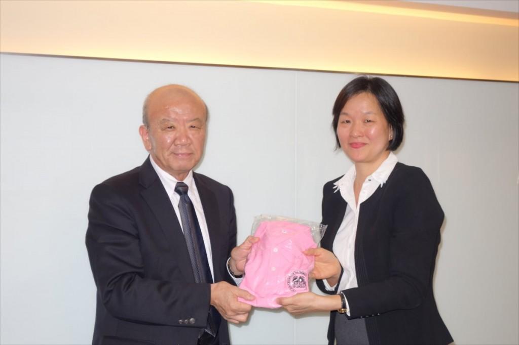Dr. Duangjai (right)