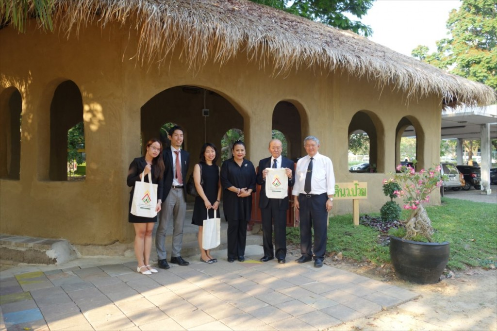 Group photo with Dr. Jitti (right)